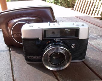 Vintage 1962 Mansfield Eye-Tronic rangefinder camera with original leather case.
