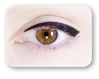 Black matte eyeliner patch: a perfectly symmetric and easy to apply eye makeup in seconds