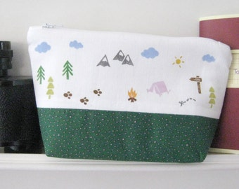 Pencil case pouch outdoor green dotted with level ground