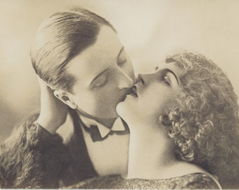 Cinematic Kiss | Gatsby | 1920's Postcard | Gentleman Caller | End Roll Credits | French Romance | Evening Prelude | Sultry Reverie |