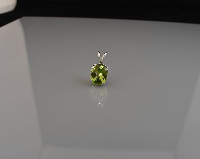 14k White Gold Peridot Pendant | Green Pendent | Oval Cut Pendant | Gifts for Her | Simple Jewelry | Birthday Gift | Anniversary Gift