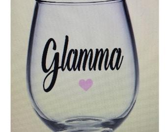 Glamma wine glass. Gramma wine glass. Glamma gift.  Grandma wine glass. Grandmother wine glass. Grandma gift. Grandmother gift. Gift