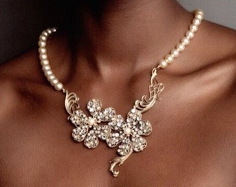 Beaded filigree blossom gilt and pearl necklace