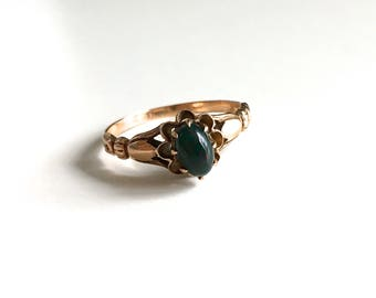 Antique Victorian Bloodstone Solitaire 10K Gold Ring - Buttercup and Tulip Setting - Traditional March Birthstone - Circa 1890s