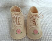 Vintage Ivory Crib Shoes - Ivory Felt with Pink Flower - Pristine Condition and Adorable for Baby Girls - Easter or Christening Shoes