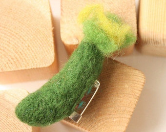 Felted cucumber pin, Green cucumber brooch, needle felted pin, Waldorf eco brooch, Organic vegetable brooch, Steiner education, zucchini