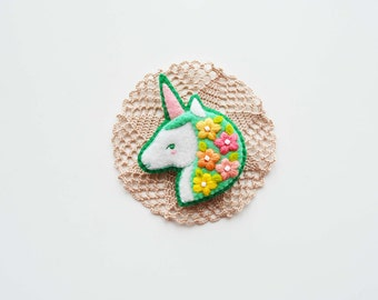 Unicorn Felt Brooch / Spring Unicorn Brooch / Magic Unicorn Felt Brooch / Mythical Horse Brooch / Bright-colored Unicorn Pin / Magic Animal