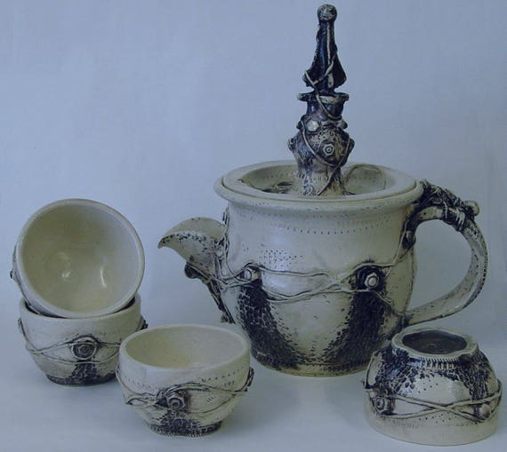 Urban Decay Teapot and 4 Tea Cups