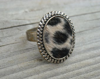 Vintage 1990s Leopard Print Fur Silver Cameo Ring 90s Kitsch Jewelry Furry Animal Accessories Punk Rock Club Kid Gothic Goth Rockabilly