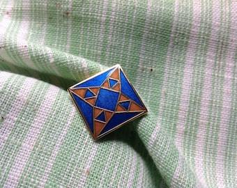 Vintage Lapel Pin, Quilters Lapel Pin, Enamel Lapel Pin, Collect Lapel Pin, The Pin Place