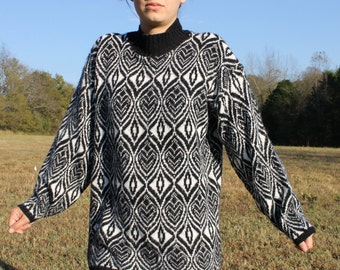 SALE Sweater Black and White Designs Make Peoples Eyes Spin Size Large