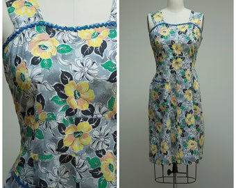 Vintage 1940s Dress • All Wrapped Up • Yellow Floral with Bows Cotton Print 40s Day Dress Size Medium