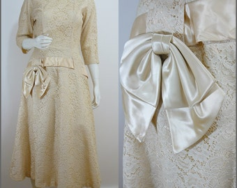 Beautiful VINTAGE 1950s Champagne Lace Flared Satin Bow Cocktail Dress UK 10 EU 38 ~ Wedding~Chic