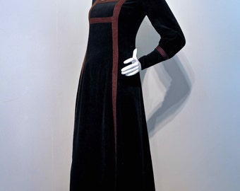 Vintage 1960s CARNABY STREET BOUTIQUE Medieval Renaissance Velvet Cord Maxi Dress // The London Mob Boutique // Balloon Sleeves Long Cuffs