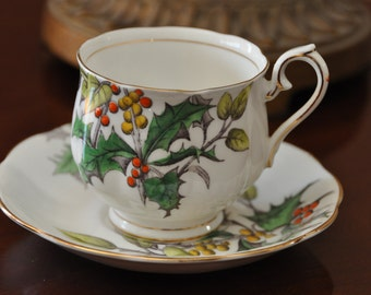 ROYAL ALBERT Bone China Flower of the Month series Teacup & Saucer HOLLY