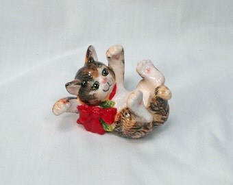 Vintage Cute Cat on Back with Red Bow  FF Logo  Mint