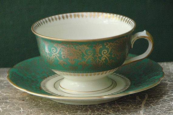 Very Rare Ca 1900 Vintage 12 'ROYAL IVORY' Cups, 11 Saucers, KPM A. D. 1831 Germany, Green w/ Gold, Excellent Condition