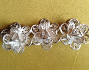 Tiny trio of SILVER FILIGREED  FLOWERS Brooch, Pin