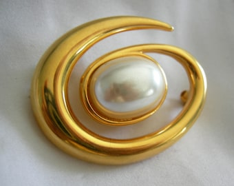 MONET Faux Pearl and Gold Spiral Brooch | Vintage