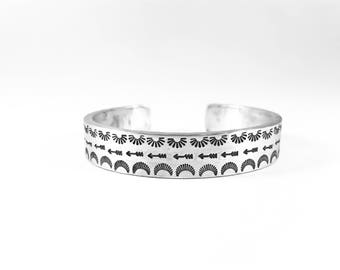 Navajo Southwestern Boho Bracelet - Arrows Indian Southwestern Cuff - Bohemian - Hand Stamped Native American Jewelry - Vintage Cuff