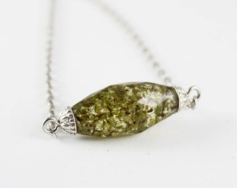 Moss Multifaceted Bar Necklace