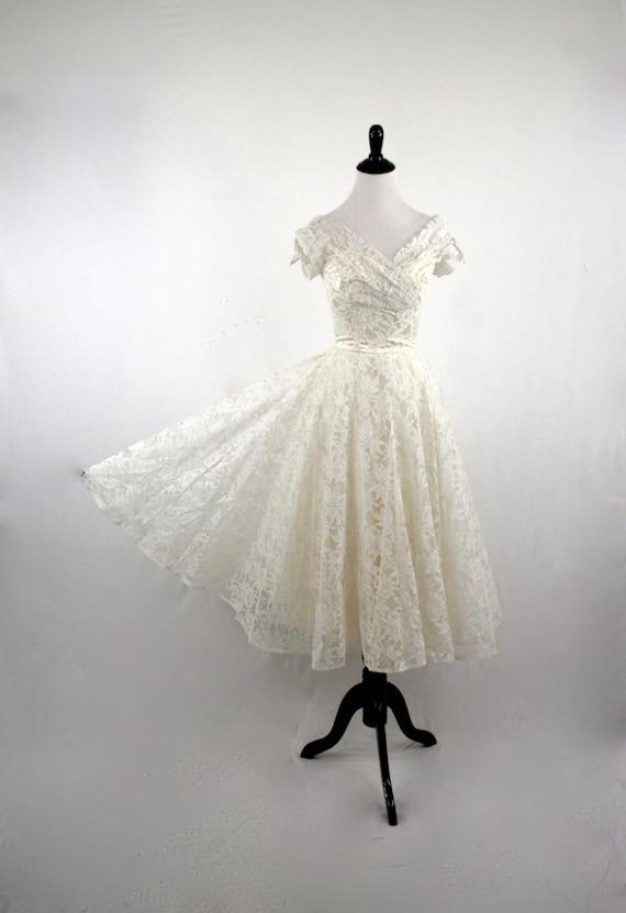 1950s White Lace Wedding Prom Dress Tea Length Gloves