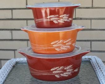 Pyrex Autumn Harvest /  Winter Wheat / Autumn Wheat / Summer Harvest Nesting Bowl Set of Three with Lids