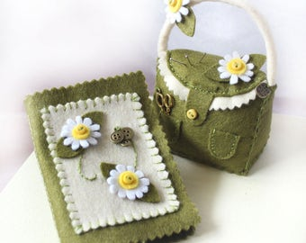 Felt Pin Cushion and Needle Case Gift Set, Green Pincushion Handbag and Needle Book with Felt Daisies, Sewing Gift for Dressmaker
