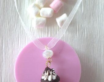Miniature cupcake necklace - Glam winter cupcake dessert jewelry - Kawaii cupcake necklace
