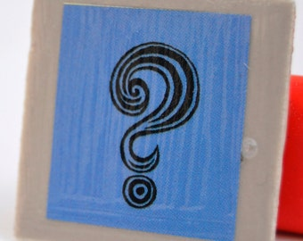 Tile magnet with question mark in blue black and grey