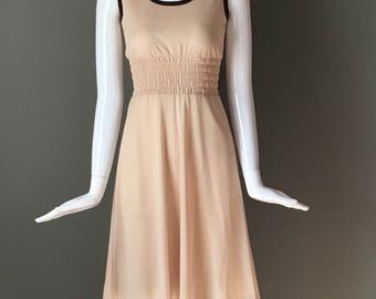 Super Cute Vtg 70s Beige Sleeveless Smocked Stretchy Waist Full Flare Skirt Dress Darling CM Courtney Label Indie