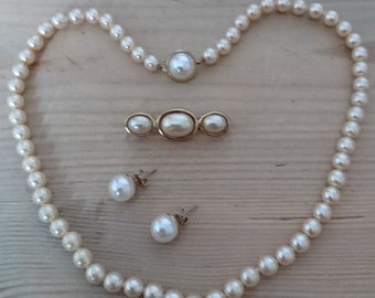 Vintage Pearl necklace, brooch and earrings