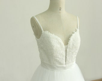 Deep V neckline Ball gown Lace Tulle wedding dress with Spaghetti straps