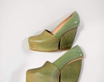 ACNE Studios platform shoes/heels, super high in a classy moss-greenn tone.