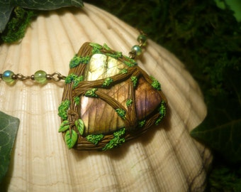 Forestlight Triforce - handcrafted Pendant with wonderfull Labradorite