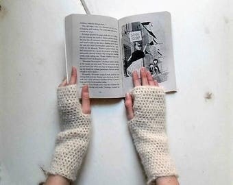Arm warmers, off white handwarmers, crochet arm warmers, white fingerless mitts