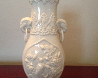 Stunning detailed porcelain elephant vase