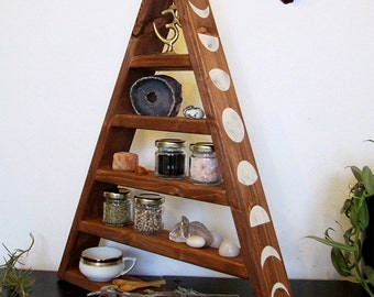 pyramide shelf, triangle, herbs, kitchen, chrystal display, witch, pagan, witchy, wicca, stones, storage, glas, glasses, moon zyclus