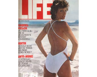 Life Magazine Vintage 1982 July Issue Raquel Welch Cover Store Broadway Bombshell