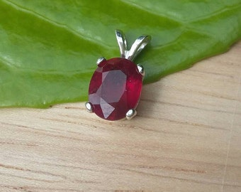 Ruby pendant top fire scintillating 4.1ct blood red. Natural ruby