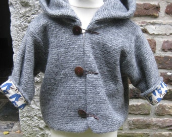Wooljacket for children made from knitfabric with a big hood!