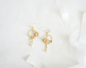 Gold Bridal Earrings, Flower Earrings, Gold Wedding Jewelry, Bridal Jewelry, Bridal Shower Gift, Boho bride, boho chic, gold wedding, Bridal
