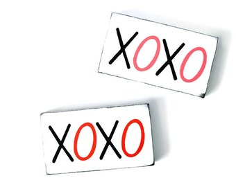 Valentine Sign - Wooden Hand Painted - XOXO Sign - Gift Ideas - Valentine's Day Decor - Love Sign - Desk Decor - Hand Made Gift - Wood Sign