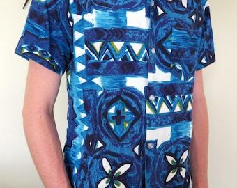 Original vintage 60s barkcloth blue & white authentic Hawaiian shirt - size medium - Made in Hawaii