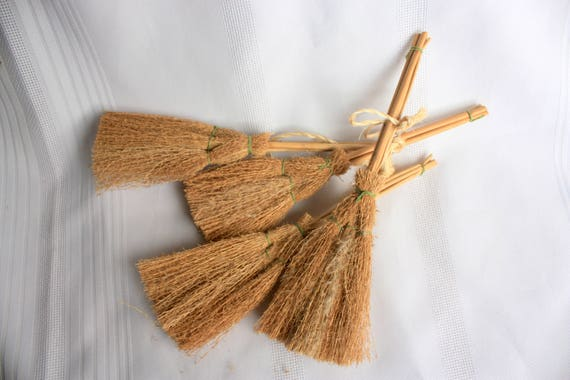 Small straw brooms set of 4 for crafts dollhouses for Straw brooms for crafts