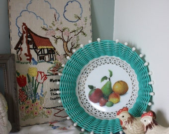 Vintage 50s 60s kitsch woven plastic fruit basket fruit print