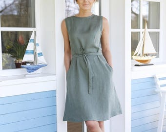Soft linen dress with side pockets and zipper in the back. Washed soft linen tunica with waist ribbon.