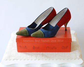 vintage 1960s shoes <> 3 tone suede 60s shoes <> 1960s suede pumps <> Town and Country heels with original box <> color block pumps