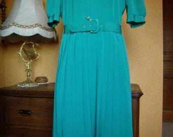 french Vintage 1980, dress woman, spring, size 42/M, short sleeve, pleated skirt Sun, light green