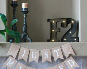 Just Married Rustic Banner. Just Married Bunting. Rustic Wedding Decor. Outdoors Wedding. Just Married Photo Prop. Just Married Car Sign